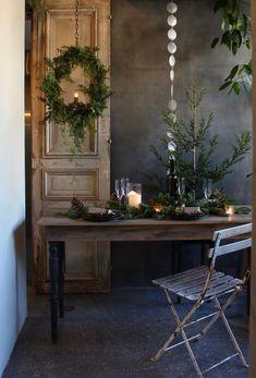 Natural Christmas, Rustic Christmas, Christmas Wreaths, Merry Christmas, Winter Table, French Interior, Scandi Style, Christmas Inspiration, Xmas Decorations