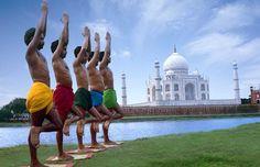 http://www.hola.com/viajes/2010091544663/india/taj-mahal/maravillas-del-mundo/1/