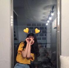 Ulzzang Girls uploaded by ✿𝐑𝐨𝐰𝐞𝐧𝐚 𝐑𝐚𝐯𝐞𝐧𝐜𝐥𝐚𝐰✿ on We Heart It Mode Ulzzang, Ulzzang Korean Girl, Cute Korean Girl, Ulzzang Couple, Asian Girl, Korean Aesthetic, Aesthetic Girl, Girl Photo Poses, Girl Poses