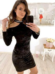 e1c3b831f6 NOWA KOLEKCJA 💘 Zjawiskowa sukienka welurowa z chokerem 😍 Już niedługo  dostępna w sprzedaży online