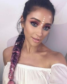 Shay Mitchell is serving up some SERIOUS festival beauty inspo.