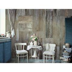 Holz passt nicht nur zum Fußboden gut, sondern auch zur … Wand! Eine Tapete mit Holzimitation verleiht dem Innenraum etwas rustikaler Stil #tapete #tapeten #holz #rustikalerstil #artgeist