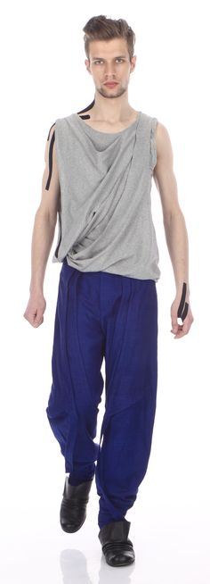Top ( cotton jersey), trousers ( silk wool), shoes (leather)