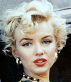 Norma Jeane Mortenson, posteriormente Norma Jeane Baker y más conocida por su nombre artístico Marilyn Monroe
