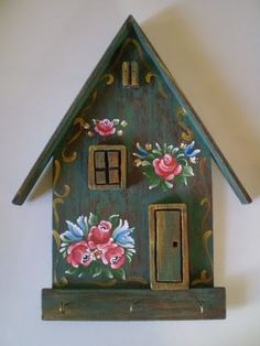 Handpainted Bird house - decorated using traditional Bauernmalerai designs and techniques. Wood Crafts, Diy And Crafts, Arts And Crafts, Paper Crafts, Tole Painting, Painting On Wood, Pintura Tole, Bird Houses Painted, Painted Birdhouses