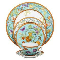 I would die to have this Hermes plate set in my China cabinet. I love the pop of color.