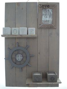 Grey wash muurdecoratie/wanddecoratie memories. Scaffolding Wood, Grey Wash, Sweet Home, Clock, House Styles, Creative Ideas, Decorating, Home Decor, Do Crafts