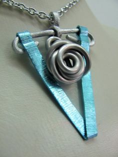 Halskette mit Anhänger Spirale blau/silber -  von BRIsART - Design  auf DaWanda.com Etsy, Design, Handmade Jewelry, Silver, Blue