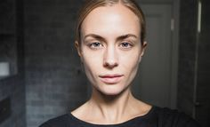 Ei enää turvotusta ja elottoman näköistä ihoa. Ota käyttöön meikkitaiteilija Vivanne Raudseppin kylmävesikikka.