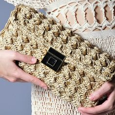Crochet fashion bag   ♪ ♪ ... #inspiration #crochet  #knit #diy GB  http://www.pinterest.com/gigibrazil/boards/