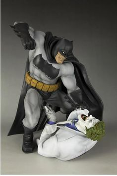 Estatua Batman The Dark kinght Returns. Batman y Joker, 30cms. ARTFX. Kotobukiya