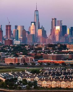 Kind of reminds me of the three sister houses in San Fran . What do you think am I right ? One World Trade Center, City That Never Sleeps, Three Sisters, First World, San Francisco Skyline, New York City, New York Skyline, Scenery, City Skylines