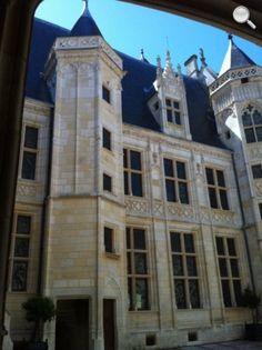 Cour intérieure Palais Jacques Coeur - Bourges. Centre