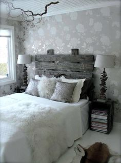 Home Decor as bedroom furniture! DIY Headboard with pallets. DIY - Sengegavl This room is pretty cool! Home Decor as bedroom furniture! DIY Headboard with pallets. DIY - Sengegavl This room is pretty cool! Pallet Furniture, Bedroom Furniture, Dream Home Design, New Room, Home Decor Bedroom, Bedrooms, Pretty, Diy Pallet, Headboards