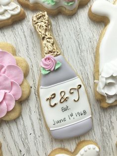 Kelly's champagne bottle cookies Iced Cookies, Cute Cookies, Royal Icing Cookies, Sugar Cookies, Wedding Shower Cookies, Bridal Shower, Bachelorette Cookies, Engagement Cookies, Wedding Bubbles