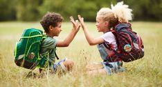 Heute stellen wir euch die Schultaschen-Marke ergobag mit den 4 WOW-Faktoren vor: * ERGONOMIE: Der ergobag kommt aus dem Bergsport, und wurde für den Kinderrücken entwickelt. * INDIVIDUALITÄT: Gestalte deinen ergobag je nach Lust und Laune um - dank der Kletties sofort möglich! * NACHHALTIGKEIT: Der Umwelt zuliebe werden Textilien verwendet die zu 100% aus PET-Flaschen bestehen! * SICHTBARKEIT: ergobags sind großzügig mit Reflektoren ausgestattet und so auch bei Dunkelheit gut sichtbar. Trekking, Couple Photos, Couples, Famous Brands, School, Guys, Kids, Sustainability, Couple Shots