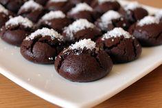 walnut cookies with orange grapes – Orange Cookies Recipe – Yummy Recipes, Cookie Recipes, Dessert Recipes, Orange Cookies, Walnut Cookies, Good Food, Yummy Food, Tasty, Turkish Recipes