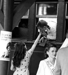 Vintage Love Black and White Photo Vintage, Vintage Love, Vintage Kiss, Vintage Romance, Vintage Images, Billy Magnussen, Foto Art, Hopeless Romantic, Love Is Sweet