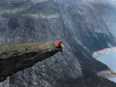 Just Imagine the view, A Mind-Blowing Place.   (10 Beautiful Photos)