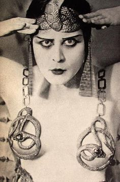 Theda Bara as Cleopatra, The film is lost; The film was made long before the censorship that began in the Silent Film Stars, Movie Stars, Anos 20s, Film D'action, Fritz Lang, Popular Actresses, The Vamps, Showgirls, Flappers