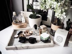 New bathroom vanity tray decor dressers ideas Organizer Makeup, Vanity Organization, Dressing Table Organisation, Perfume Organization, Makeup Storage, Dressing Table Essentials, Dresser Storage, Organization Ideas, Makeup Vanity Decor