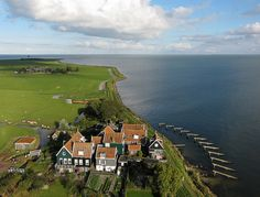 The small hamlet of Rozewerf on Marken Island, Netherlands (by de kist).