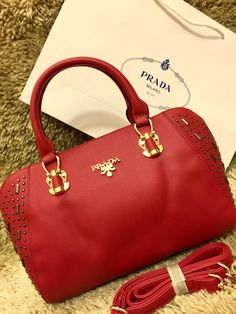 #purse #fancypurse #Ladispurse #handpurse #handbags To order now Call or whatsapp us on 09879001002 For more detail visit : www.mybest.in