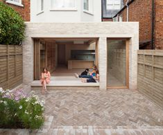 London's ever-escalating house prices, the NLA aim to inspire London residents to improve the homes they are in. Here are the winners of the best home extensions from the 2017 Don't Move, Improve! London Architecture, Residential Architecture, Architecture Design, Building Architecture, Brick Extension, Glass Extension, Rear Extension, Villa, Victorian Terrace