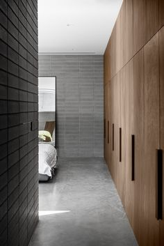 Masonry walls enclose courtyards and living spaces at Melbourne house Australian Interior Design, Interior Design Awards, Home Interior, Cheap Beach Decor, Cheap Home Decor, Masonry Wall, Melbourne House, Concrete Floors, Home Remodeling