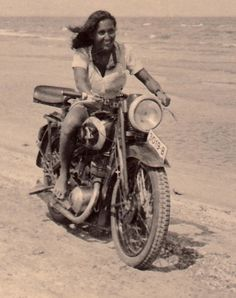 Finding Vintage Cars That Are For Sale - Popular Vintage Female Motorcycle Riders, Motorcycle Art, Classic Motorcycle, Motorcycle Design, Lady Biker, Biker Girl, Motorbikes Women, Old Bikes, Biker Chick