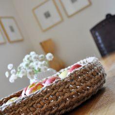 Instructions for the Jute Yarn Basket Crochet Bowl, Crochet Fruit, Cute Crochet, Knit Crochet, Jute Crafts, Bowls, Yarn Bowl, Crochet Fashion, Double Crochet