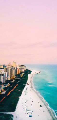 Wow, Miami in the morning is stunning check out this shot along the South Beach in Florida. The sky was so pink and the sea so blue, the coast looks amazing
