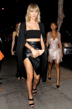 Taylor Swift Bares Her Long Legs in Sexy Outfit for Night Out!: Photo By now, everyone knows that Taylor Swift went to Drake's birthday party with her girl squad, but now you can check out these hot photos from the night! Taylor Swift Hair 2017, Taylor Swift Legs, Estilo Taylor Swift, Taylor Swift Style, Taylor Swift Pictures, Taylor Alison Swift, Taylor Swift Outfits, Live Taylor, Taylors