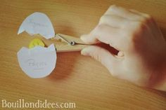 DIY bricolage Pâques Poussin épingle ou pince à linge Kids Playing, Drop Earrings, Clip, Stage, Animation, Kids Crafts Diy Easy, Children Play, Drop Earring, Animation Movies