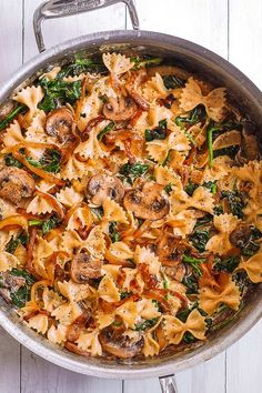 Creamy Farfalle Pasta with Spinach, Mushrooms, and Caramelized Onions. This simple meatless Italian dinner is pure comfort food! The bow-tie shaped pasta is perfectly matched with rich and buttery Parmesan sauce! Spinach Mushroom Pasta, Spinach Stuffed Mushrooms, Creamy Mushrooms, Pasta With Spinach, Pasta With Onions, Mushroom Sauce, Farfalle Recipes, Farfalle Pasta, Bow Pasta Recipes