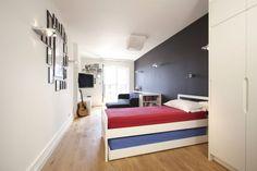 chambre enfant garçon avec un lit et peinture grise et blanche