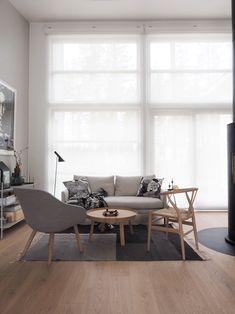 Moderni ja skandinaavinen sisustusblogi. Mukana myös lapsiperheen arkea sekä muodin uusia tuulia. Scandinavian Interior, Home Interior, Dining Table, Furniture, Instagram, Home Decor, Videos, Photos, Style