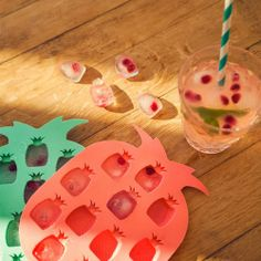 PINEAPPLE ICE CUBE TRAYS FROM SUNNYLIFE