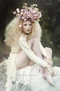 """maybe not on top of the head..but i like this whole idea ✿ Lady with flower ✿ Lady in white """"Pixie"""" by Amanda Diaz."""