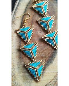 Bead Embroidery Jewelry, Beaded Jewelry, Handmade Jewelry, Beaded Bracelets, Triangle Earrings, Seed Bead Earrings, Trend Fashion, Bracelets, Stud Earrings