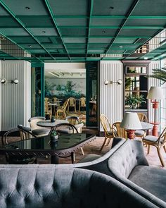 restaurant arquitectura French Restaurant Louise Evokes the Home of a Refined Mademoiselle Design Anthology Restaurant Logo, Restaurant Andre, Modern Restaurant, French Restaurants, Elegant Dining Room, Art Deco, Restaurant Interior Design, Cafe Design, Design Design