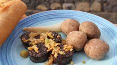 Restovaná kroupová jelítka skřupavou cibulkou - Proženy Muffin, Breakfast, Food, Morning Coffee, Eten, Cupcakes, Muffins, Meals, Morning Breakfast