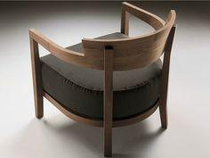 Poltroncina imbottita in legno massello con braccioli JENNY by FLEXFORM