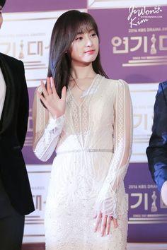 Korean Actresses, Korean Actors, Korean Beauty, Asian Beauty, Kim Ji Won, Seo Joon, Kdrama Actors, Pretty And Cute, Red Carpet Looks