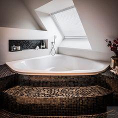Bathroom luxury jacuzzi ideas for 2019 New Bathroom Designs, Bathroom Colors, Modern Bathroom Design, Marble Bathroom Floor, Bathroom Windows, Jacuzzi Bathroom, Dream Bathrooms, Amazing Bathrooms, Bathroom Sink Storage