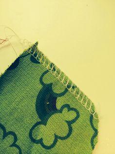 So Popo Sew: Zo'n overlock: wat doet dat nu eigenlijk! Overlock Machine, Sewing Patterns, Kids Rugs, Buttons, Women's Fashion, Fashion Styles, Fashion Women, Kid Friendly Rugs
