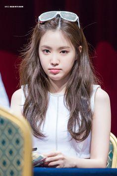 """""""[FANTAKEN] 170716 #Apink at PinkUp Album Fansign Event in Noryangjin- Chorong #Apink #Chorong #초롱 #에이핑크 #PinkUp #Five Cr. Longfor"""" South Korean Girls, Korean Girl Groups, Son Na Eun, Apink Naeun, Grunge Girl, The Most Beautiful Girl, High End Fashion, My Beauty, Girl Crushes"""