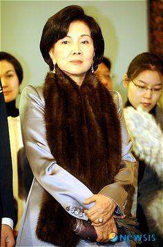 홍라희 - 나무위키 Fur Coat, The Past, Universe, Samsung, Moon, Girls, Jackets, Fashion, The Moon