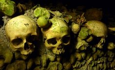 Paris - Catacombes by Nimpsu on DeviantArt Pere Lachaise Cemetery, Pet Sematary, Spooky Places, Famous Graves, Dark City, Ghost Tour, Most Haunted, Paris, Scary