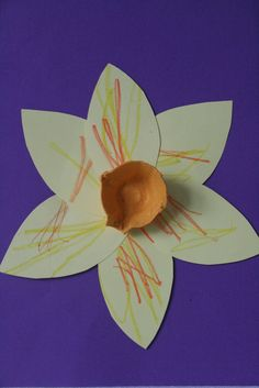 The Imagination Tree: Daffodils for St David's Day.  Card - 6 petals, stick with sticky fixers, paint egg box compartment and stick with sticky fixers - done and no mess!!